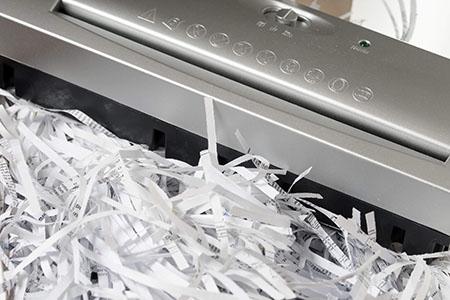 papierschnippsel aktenvernichter